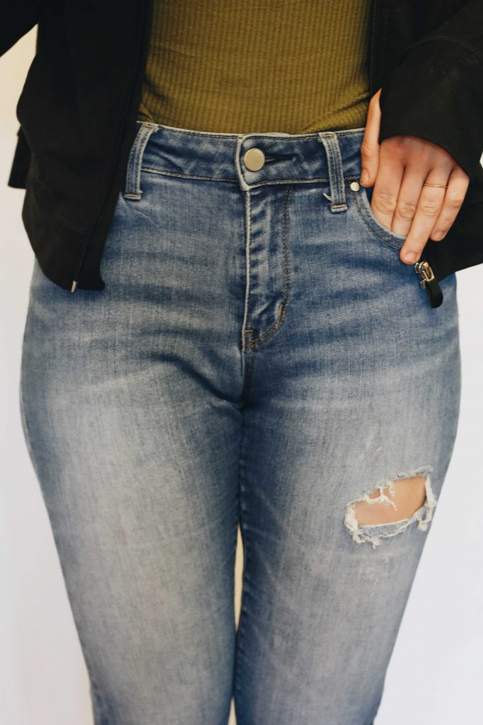 best jeans for women with big thighs_revelle