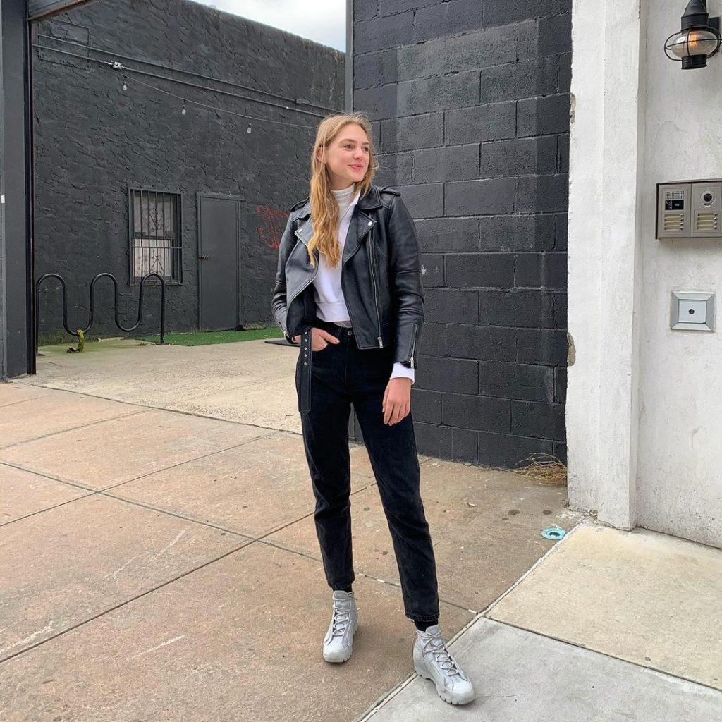 Girl wearing black jeans posing for a photo_revelle