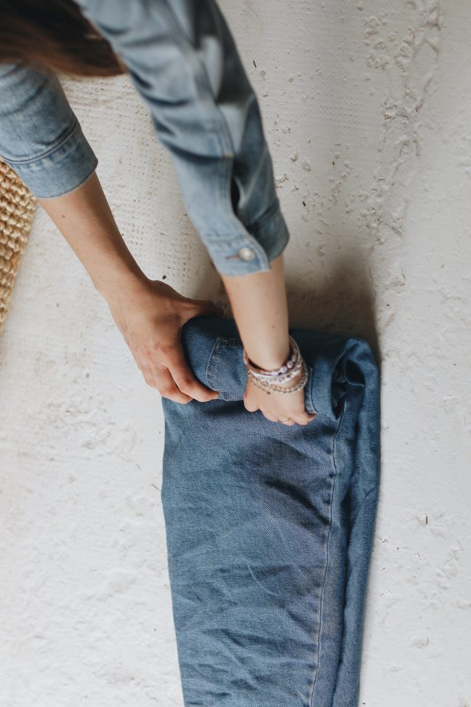 how to fold jeans_travel_4_revelle