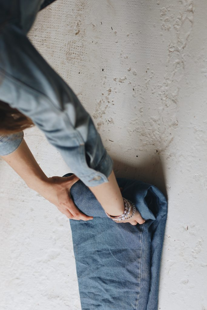 how to fold jeans_travel_5_revelle
