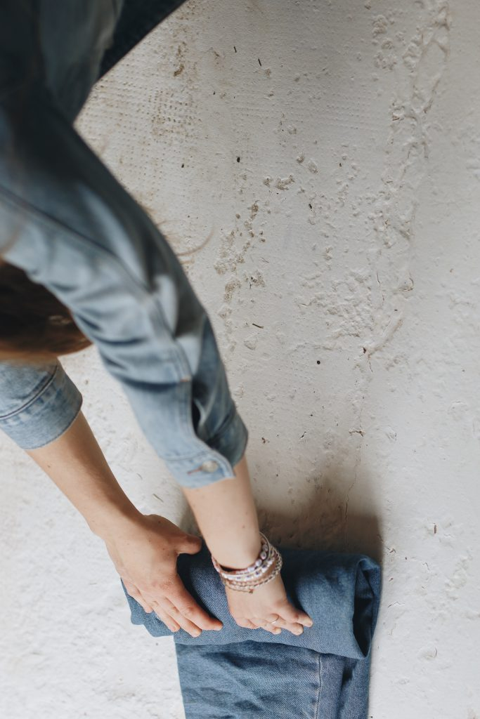 how to fold jeans_travel_6_revelle