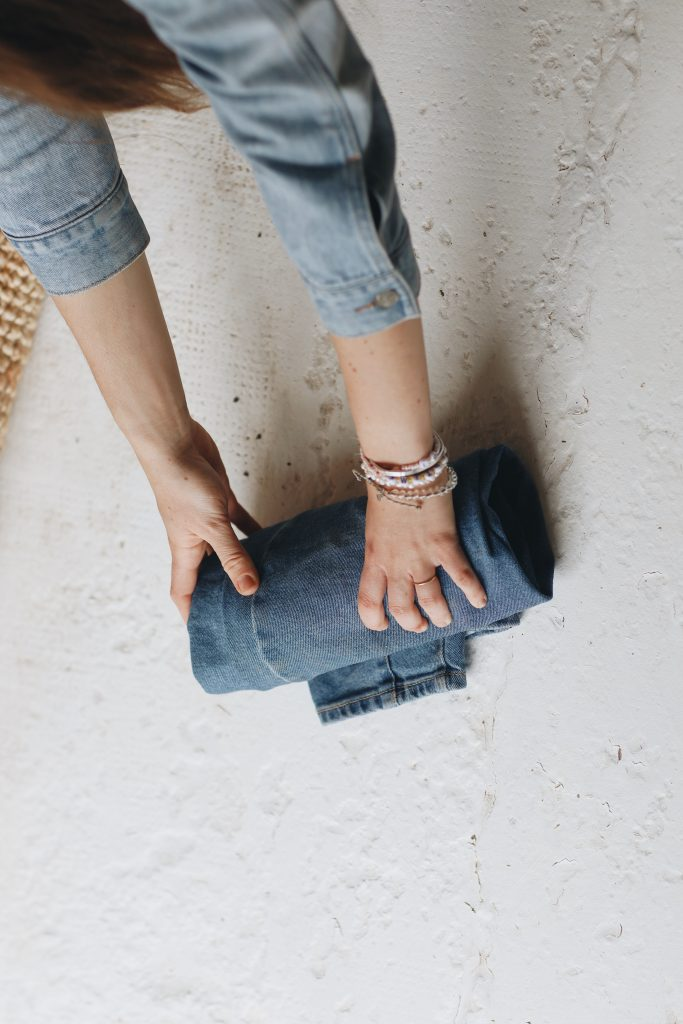 how to fold jeans_travel_7_revelle
