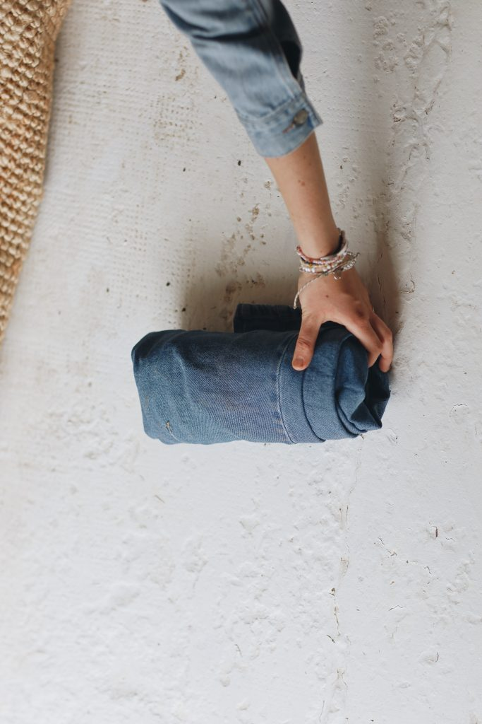 how to fold jeans_travel_8_revelle