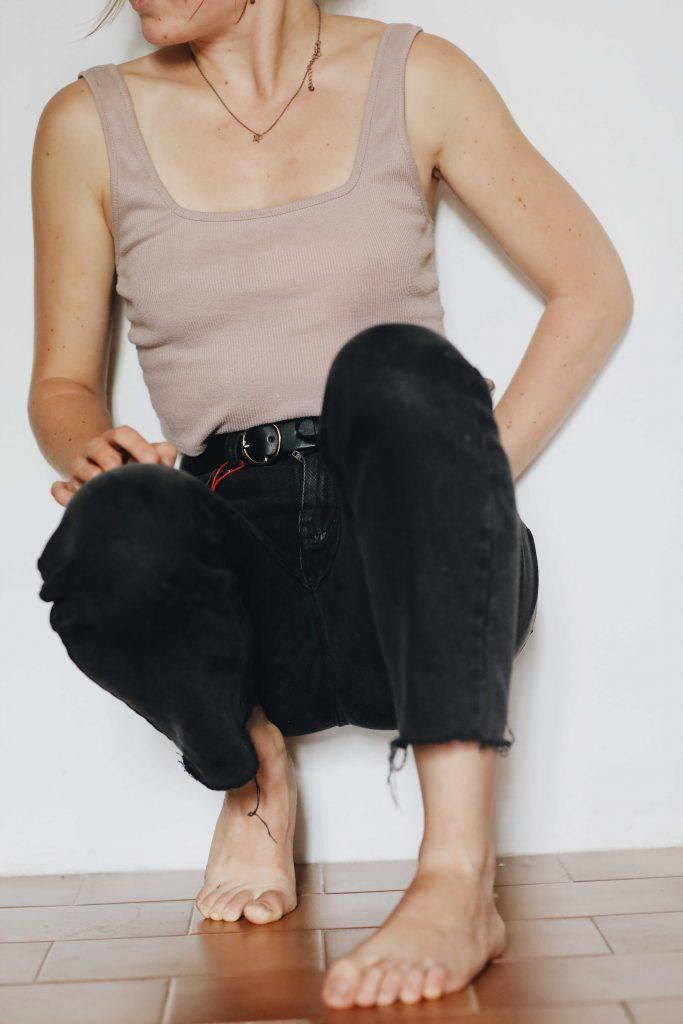 black straight leg jeans_revelle