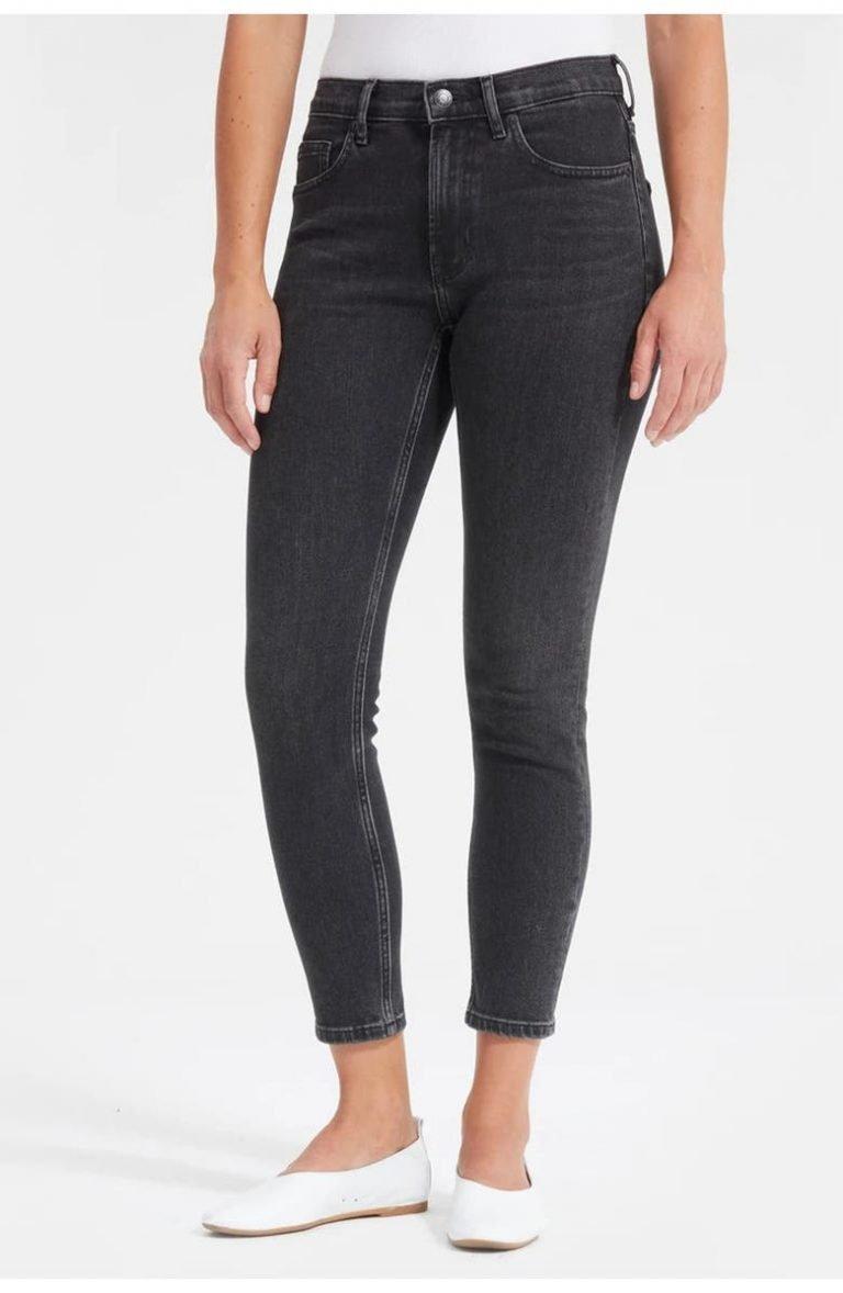 Everlane Mid-Rise Skinny Jean_best black jeans for women_revelle